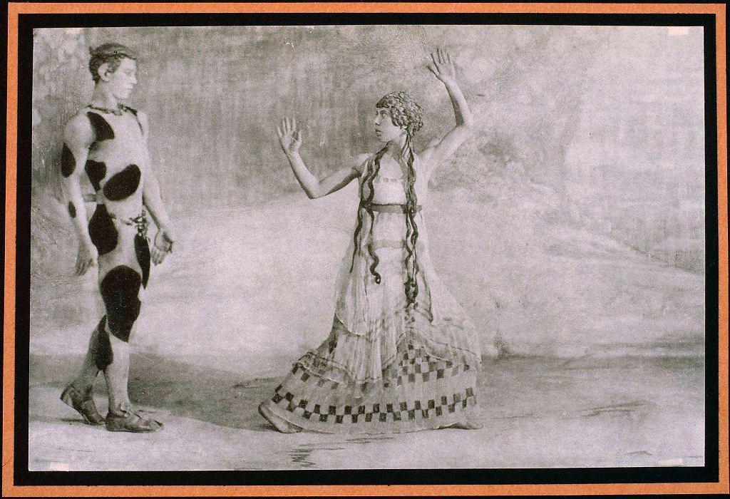 / The body in movement. Colonne des danseuses de Delphes. Paris, musée du Louvre