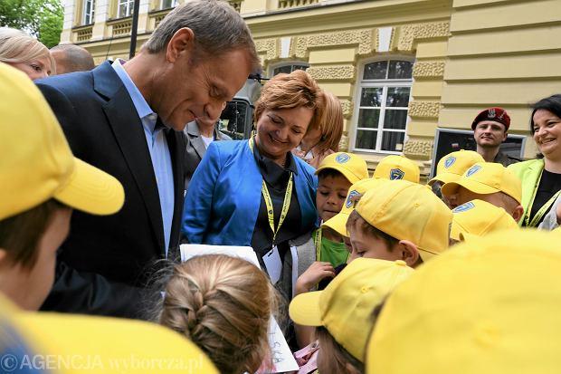 Dzien Dziecka w Kancelarii Premiera 2013. Donald Tusk w otoczeniu dzieci