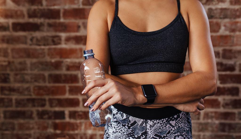Ławka rzymska pomaga wzmocnić mięśnie brzucha i pleców.