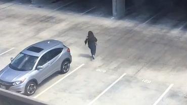 Zrobił dziewczynie żart na parkingu