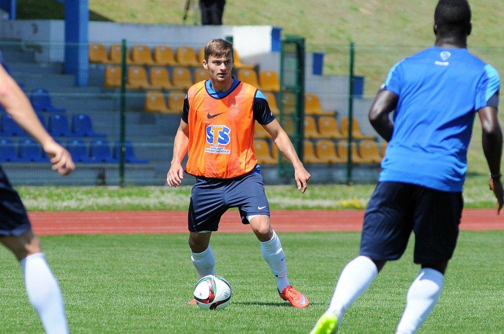 Trening Lecha Poznań na stadionie w Gniewinie. Karol Linetty