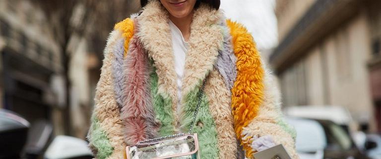 Moda na kurtki z futerkiem powraca! Te stylowe modele rządzą na ulicach Mediolanu - mamy podobne w świetnej cenie