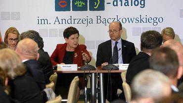 11 października 2017 , Warszawa . Premier Beata Szydło i minister zdrowia Konstanty Radziwiłł podczas Rady Dialogu Społecznego