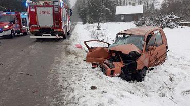 Pogoda. Śnieg i śliskie drogi zaskoczyły kierowców. GDDKiA: Na sieci pracują 572 pojazdy (zdjęcie ilustracyjne)