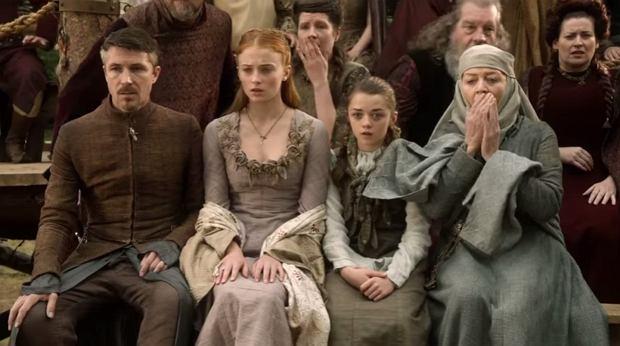 Sophie Turner i Maisie Williams w pierwszej serii 'Gry o tron'
