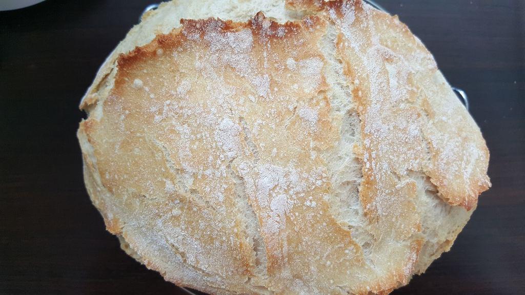 'Chleb z garnka' jest banalny do przygotowania - wystarczy tylko 5 składników