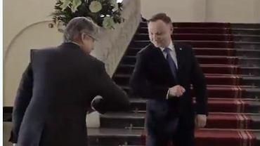 Nietypowe powitanie. Prezydent Duda i Jarosław Pinkas