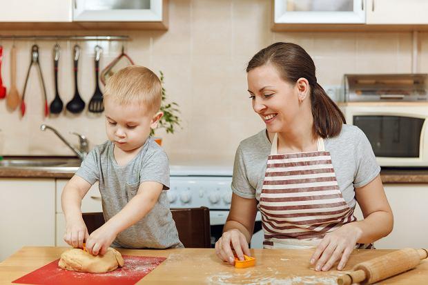 Jak zrobić masę solną? Robienie z niej figurek to doskonały sposób na spędzenie czasu z dzieckiem