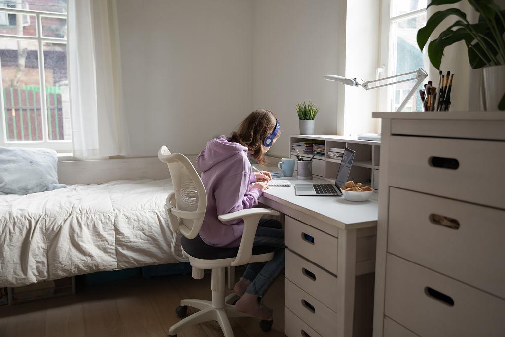 6Focused,Teen,Girl,In,Earphones,Sit,At,Desk,In,Children