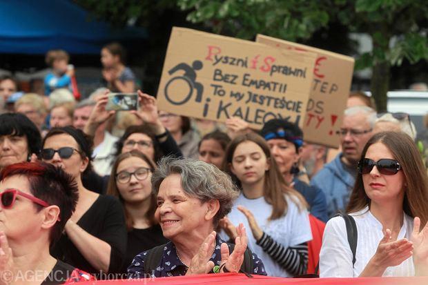 Dzień Super Matki, manifestacja poparcia dla protestu niepełnosprawnych