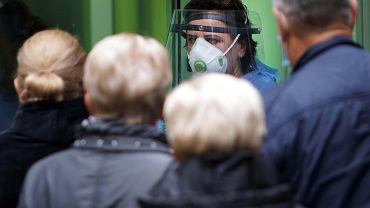 Niektórzy unikają testu na koronawirusa bo boją się przesunięcia terminu szczepienia