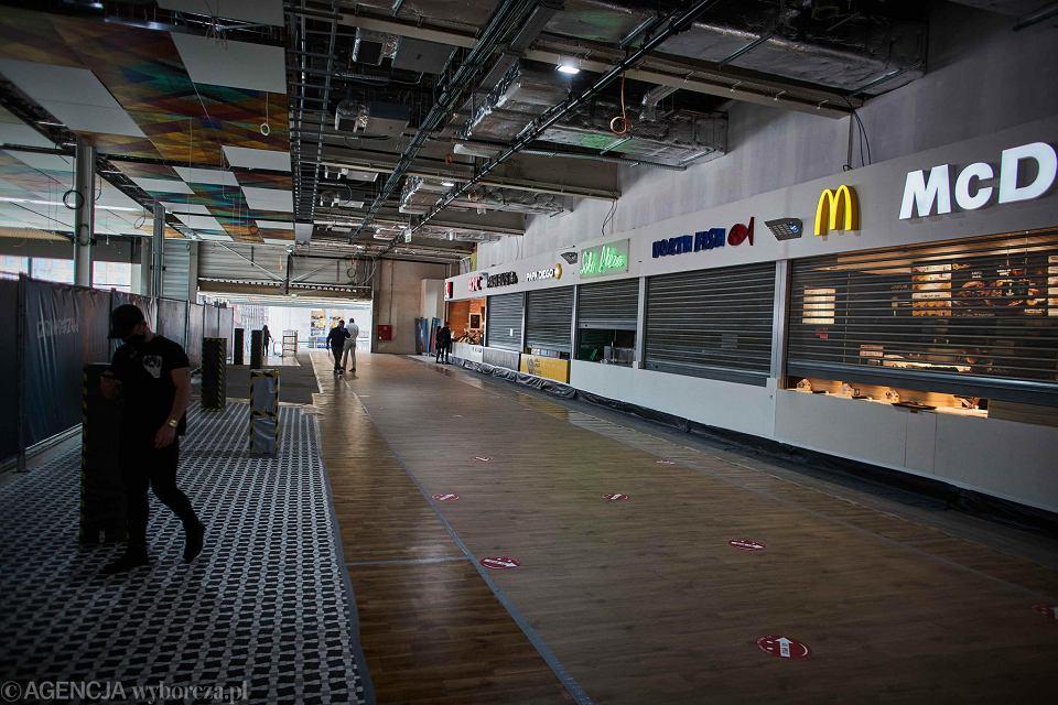 Łódź. Manufaktura . Centrum handlowo-usługowe . Pierwszy dzień otwarcia kompleksu handlowego po restrykcjach związanych z epidemią koronawirusa