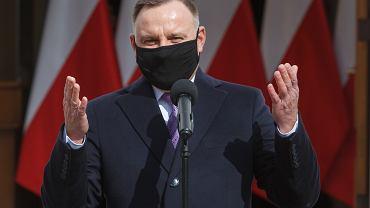 Kiedy wracamy do szkół? Andrzej Duda o maturach i nauce w trybie hybrydowym. Możliwy tydzień nauki w szkole i tydzień zdalnej