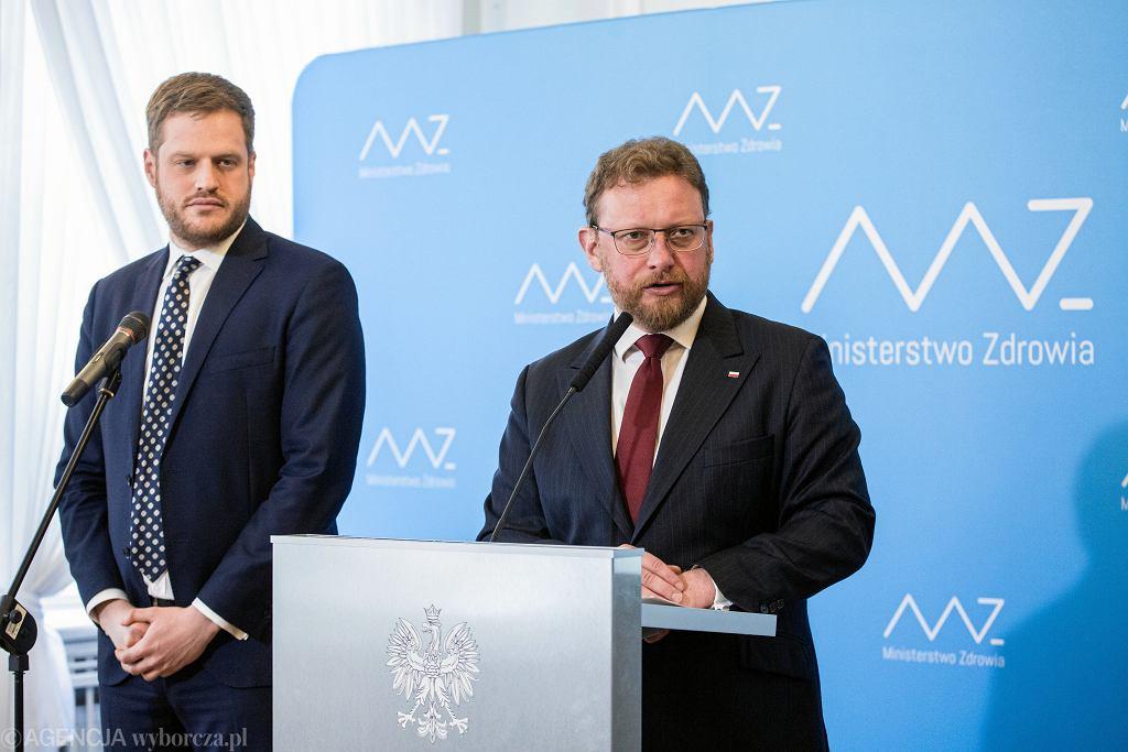 Wiceminister Janusz Cieszyński i minister Łukasz Szumowski