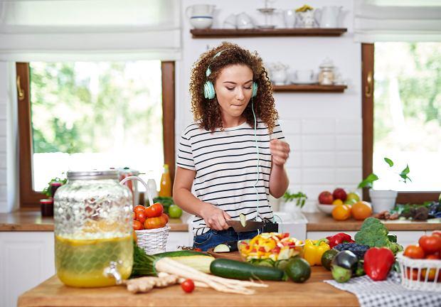 Popularne diety odchudzające - którą wybrać, by była odpowiednia i skuteczna?