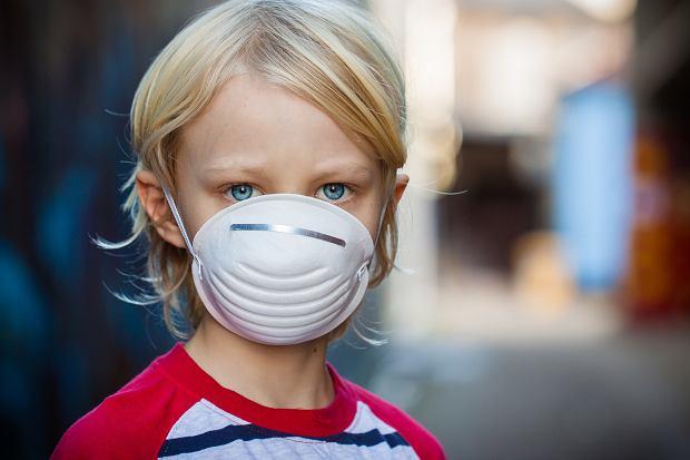 Dzieci to największe ofiary smogu. Czy rodzice mogą im jakoś pomóc? Ekspert udziela kilku ważnych rad