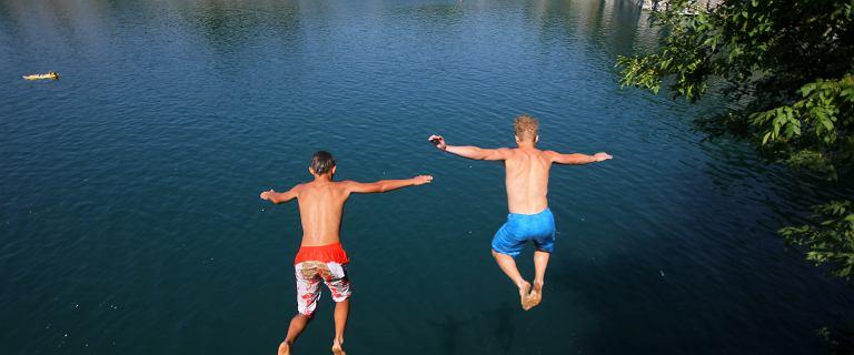 Kraków. Chłopcy skakali z 10 metrów do zalewu Zakrzówek. 14-latek utonął