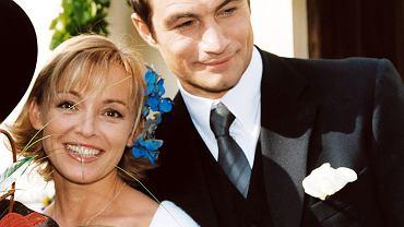 Katarzyna Chrzanowska zasłynęła z roli Ewy w serialu 'Adam i Ewa'. Mimo tego, że produkcja odniosła ogromny sukces, aktorka po zakończeniu zdjęć odsunęła się od show-biznesu. Jak Chrzanowska wygląda 18 lat po premierze serialu i czym się zajmuje? Zobaczcie.