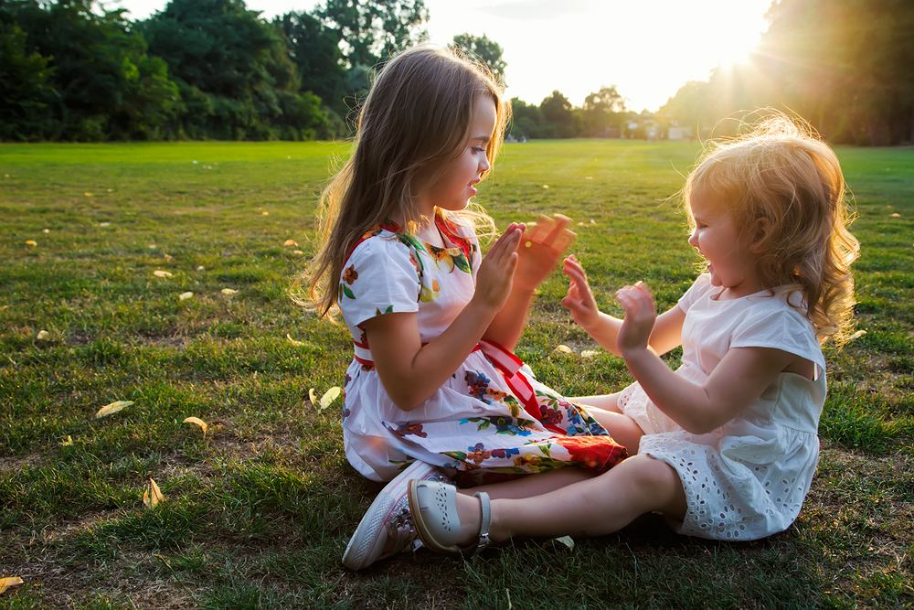 Rymowanki to świetny pomysł na zabawę połączoną z nauką. Dzięki nim można wesprzeć naukę mówienia, poprawę dykcji i pamięci.