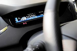 Dopłaty do aut na prąd zdążyły na wybory. Ale dofinansowane elektryki trzeba będzie oznakować