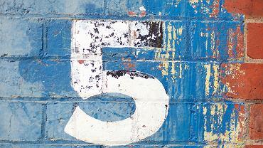 Numerologia 5. Zdjęcie ilustracyjne