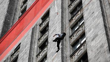 """Do bollywoodzkiego filmu """"Kick"""" w Warszawie nakręcono też kaskaderskie sceny na Pałacu Kultury i Nauki"""