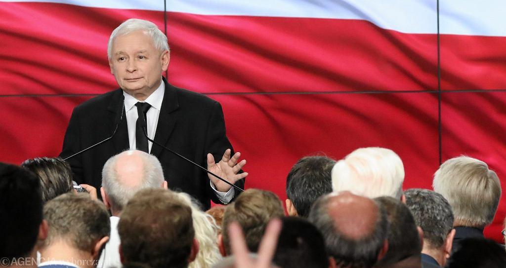 Jarosław Kaczyński podczas wieczoru wyborczego w siedzibie PiS-u przy ul. Nowogrodzkiej w Warszawie.
