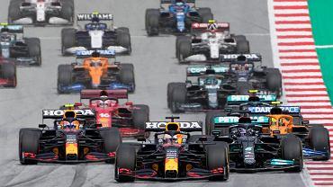 Max Verstappen najlepszy w Grand Prix Styrii i pewnie zmierza po tytuł. Hamilton bezsilny. Dramat Russella