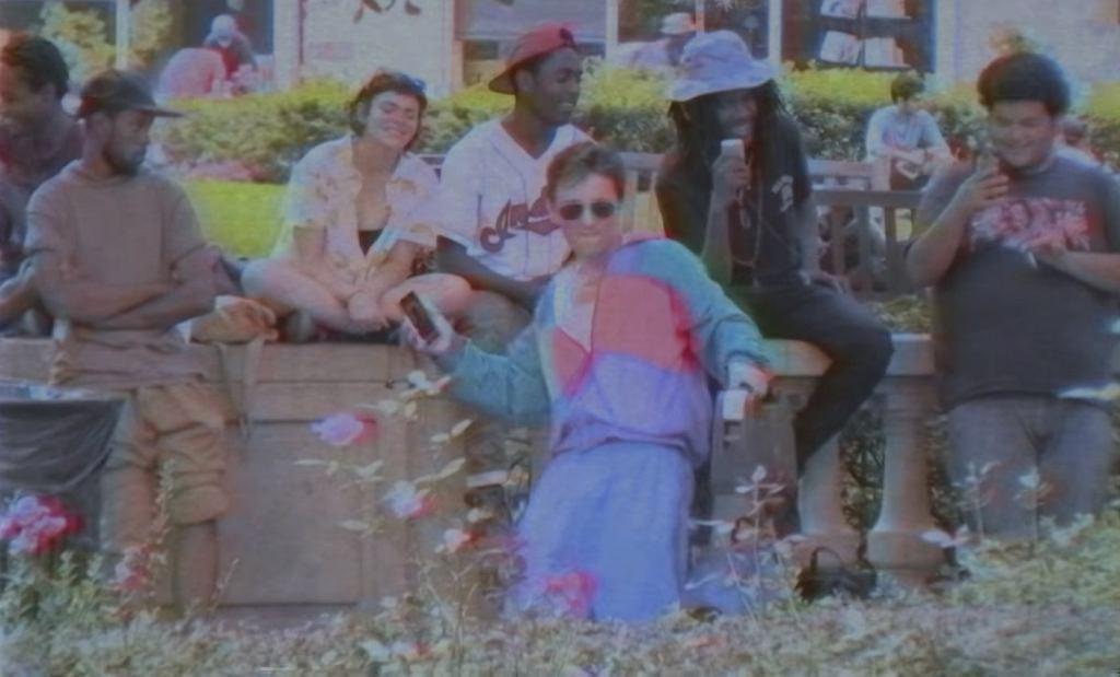 Jak przechodnie reagują na taniec z lat 90.?