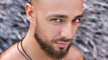 Christian Ferretti di 'Hotel Paradise' dalam foto romantis dengan pacar barunya