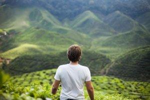 Introwertycy wolą góry, a ekstrawertycy? Twoja osobowość zdradzi, gdzie powinieneś mieszkać