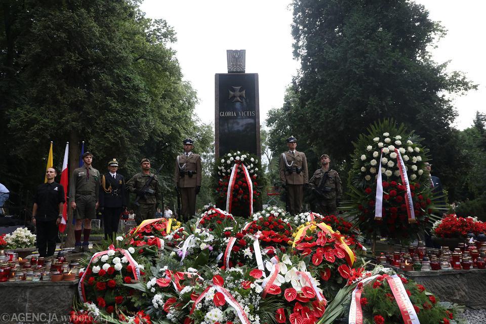 Rocznica wybuchu powstania warszawskiego. Cmentarz Wojskowy na Powązkach, Pomnik Gloria Victis