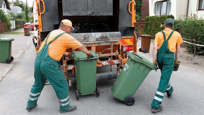 Kolejne miasta podnoszą opłaty za śmieci. Podwyżki sięgają nawet 200 procent, a mogło być jeszcze gorzej