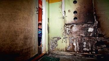 Po podpaleniu mieszkania Sultan Daszajew (na zdjęciu - jego syn) spakował całą rodzinę i wyjechał  do Niemiec