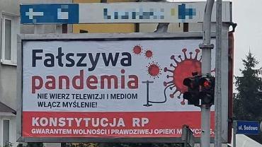 Zamość. Billboard o 'fałszywej pandemii'
