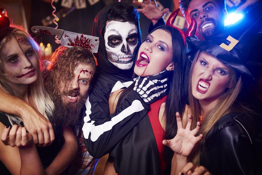 Przebranie na Halloween dla dorosłych. Zdjęcie ilustracyjne