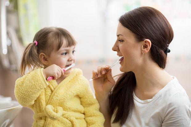 Jeśli nie zadbasz o ząbki dziecka, to w przyszłości może mieć duże problemy zdrowotne