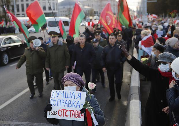 'Najlepsza poprawka do konstytucji to twoja rezygnacja' - pikieta przeciwników Aleksandra Łukaszenki, Mińsk, 19 października 2020 r.