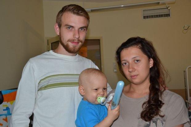 Mały Antek wraz z rodzicami Łukaszem Ratajczykiem i Anną Wolską