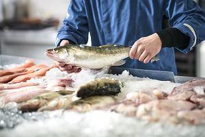 Uważaj na przedświątecznych zakupach. UOKiK ostrzega przed rybami i przyprawami