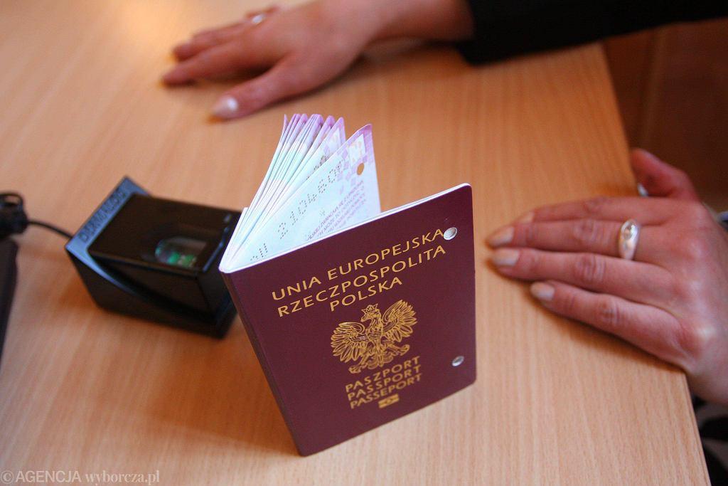 Paszport. Zdjęcie ilustracyjne/Fot. Mateusz Skwarczek / AG