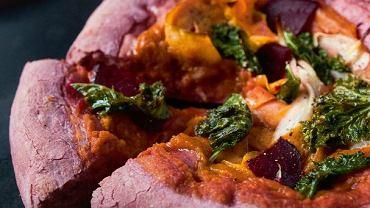 Jesienna pizza na buraczanym spodzie