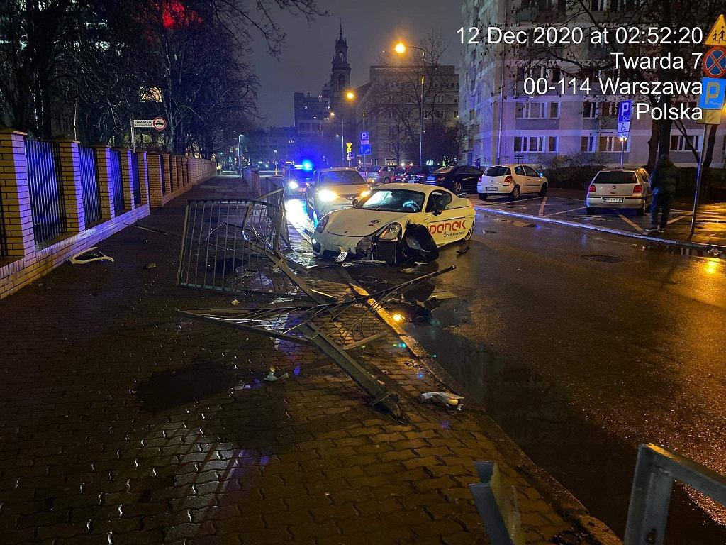 Warszawa. Wynajął nowe Porsche Cayman. 12 godzin później było rozbite (fot. Panek CarSharing/Facebook)