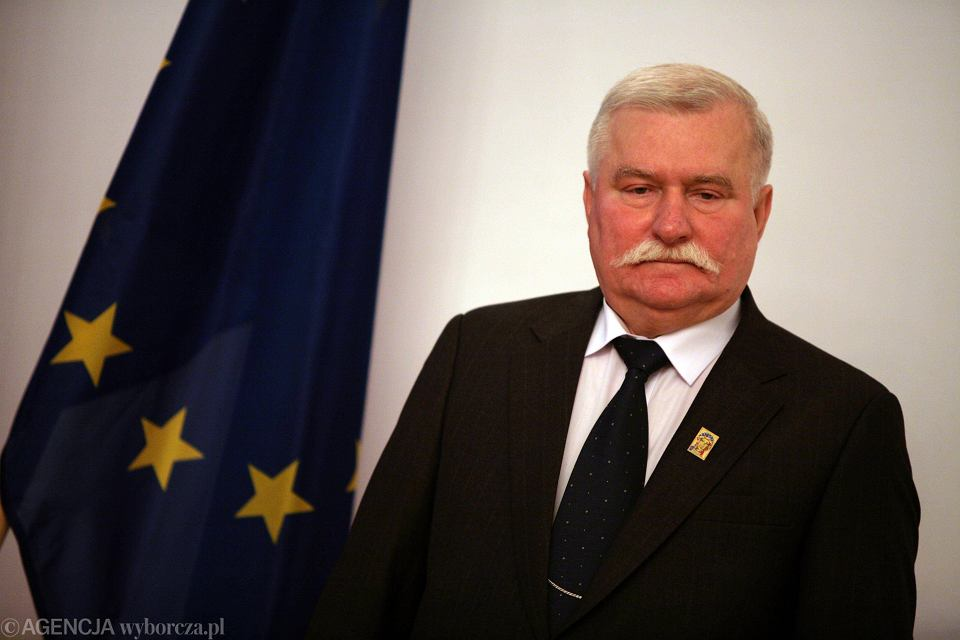 Lech Wałęsa odbiera honorową odznakę - Gwiazdę Millenium Litwy. Warszawa, 4 września 2008