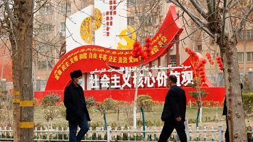 Chiny przetestują tysiące próbek z banków krwi w Wuhan. Chcą wytropić źródło COVID-19