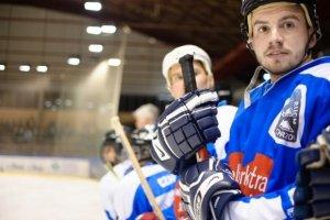 Piłkarze Ruchu Chorzów znowu złapali za hokejowe kije