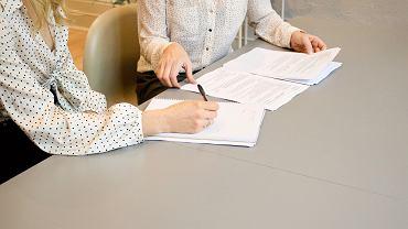 Co powinna zawierać umowa o dzieło? Kiedy zawiera się ten typ umowy? [WZÓR]