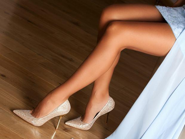 Złote eleganckie szpilki