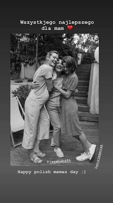 Ciężarna Monika Jagaciak z mamą i siostrą
