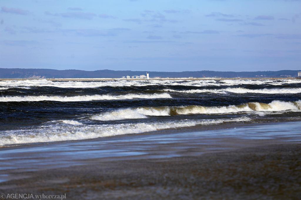 Zachodniopomorskie. Na plaży w Ustroniu morskim odnaleziono zwłoki (zdjęcie ilustracyjne)